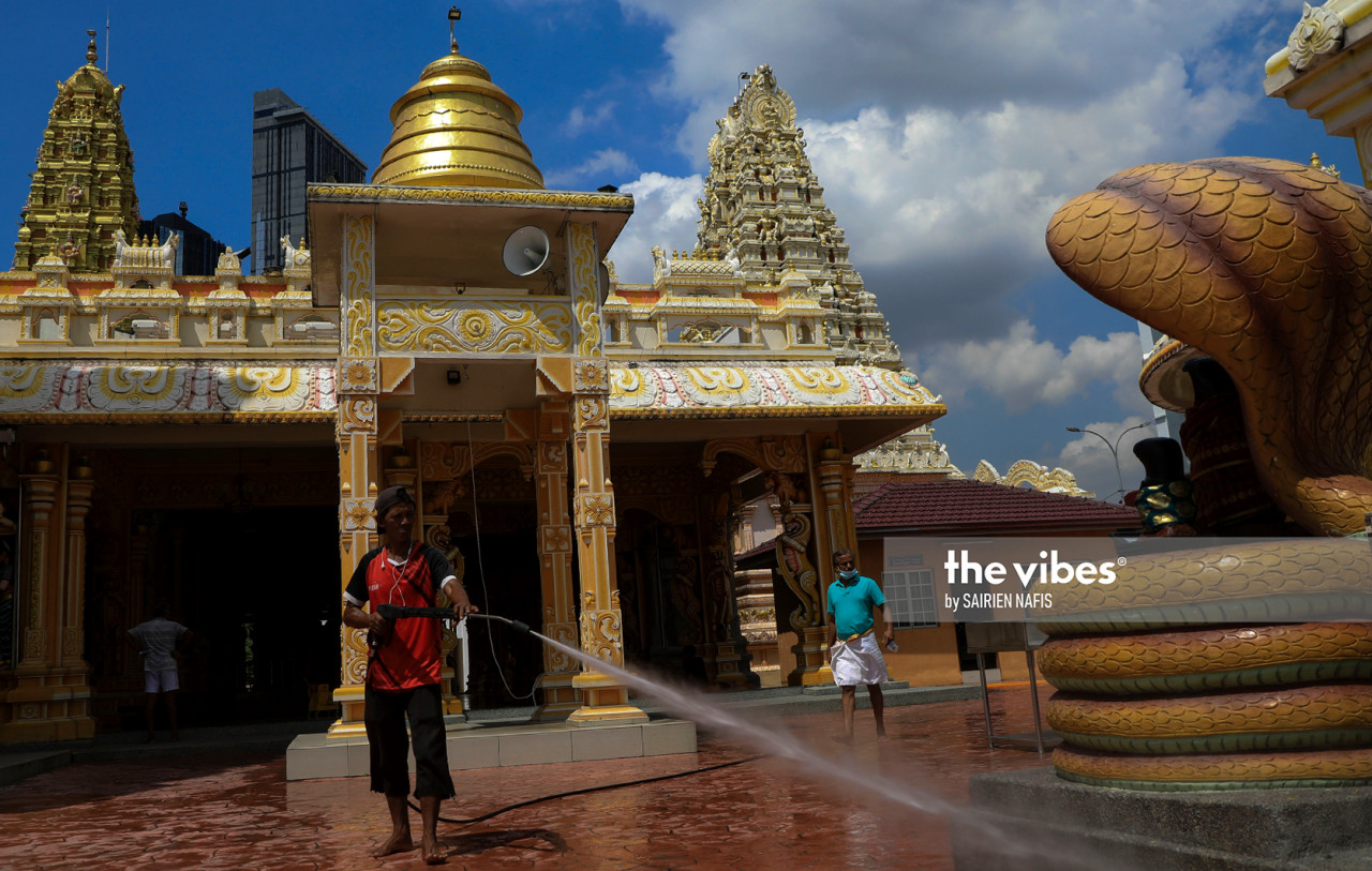 Clean-up being conducted at the Sri Maha Mariamman Devasthanam Midlands Temple. – The Vibes pic, November 14, 2020