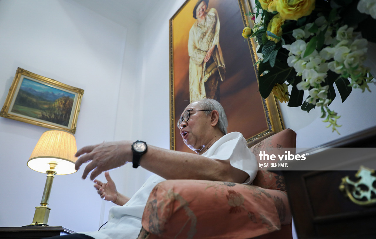 Parliamentary democracy loses its meaning if the prime minister is not one who commands the confidence of the majority in Parliament, says Tengku Razaleigh Hamzah in an exclusive with The Vibes. – The Vibes file pic, November 29, 2020