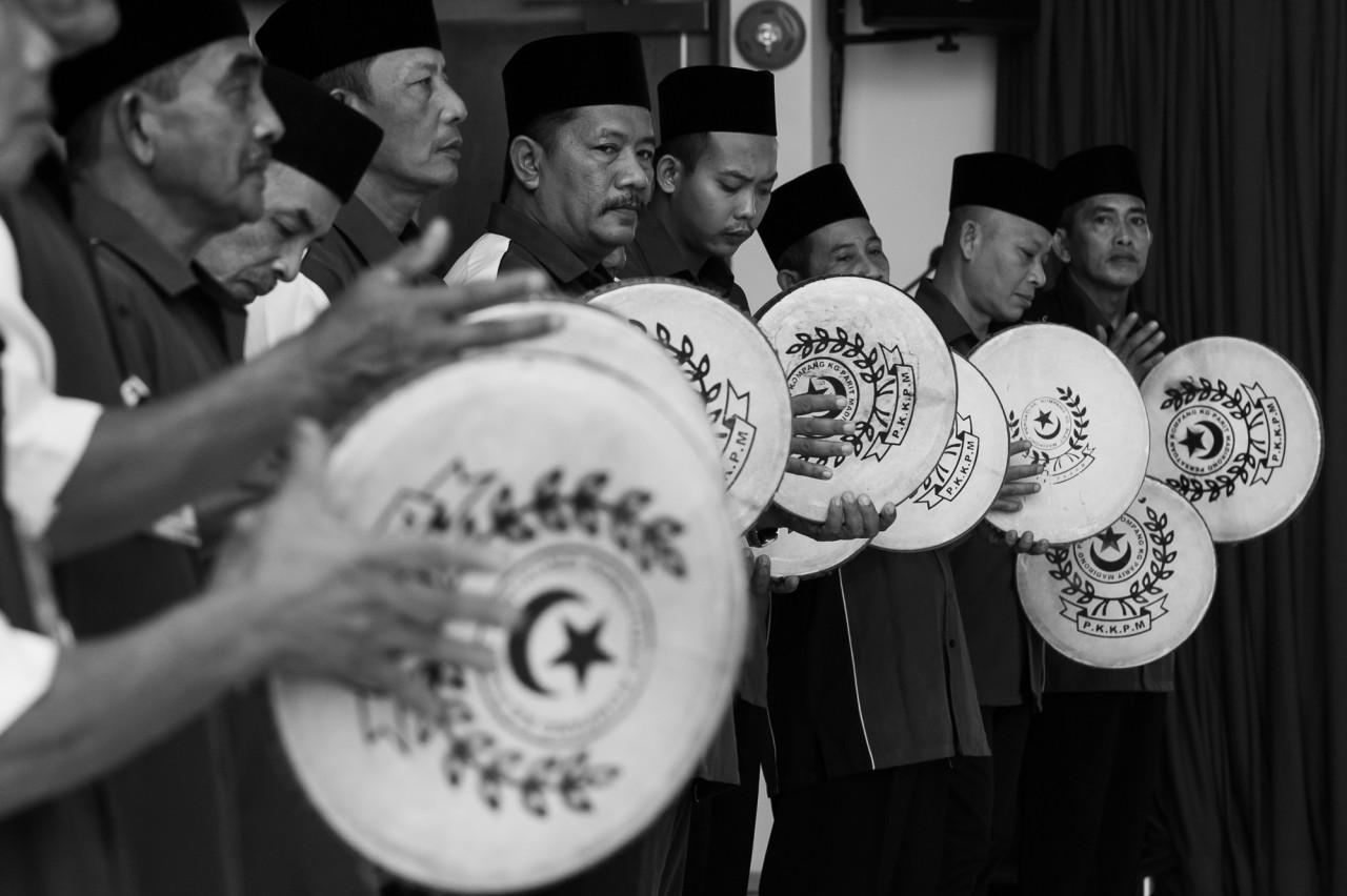 In collaboration with Pusaka, Panggung Rakyat presents the Kompang Jidor tradition of Johor, performed by Persatuan Kompang Kg Parit Madirono tomorrow. –Pic courtesy of Pusaka/Cheryl Hoffmann