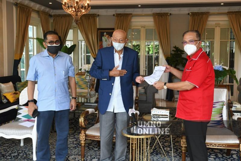Tengku Azlan Sultan Abu Bakar quits Bersatu for Umno