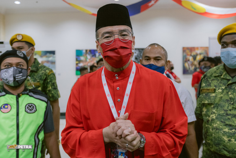 Hishammuddin as DPM in preparation for Muhyiddin stepping down?