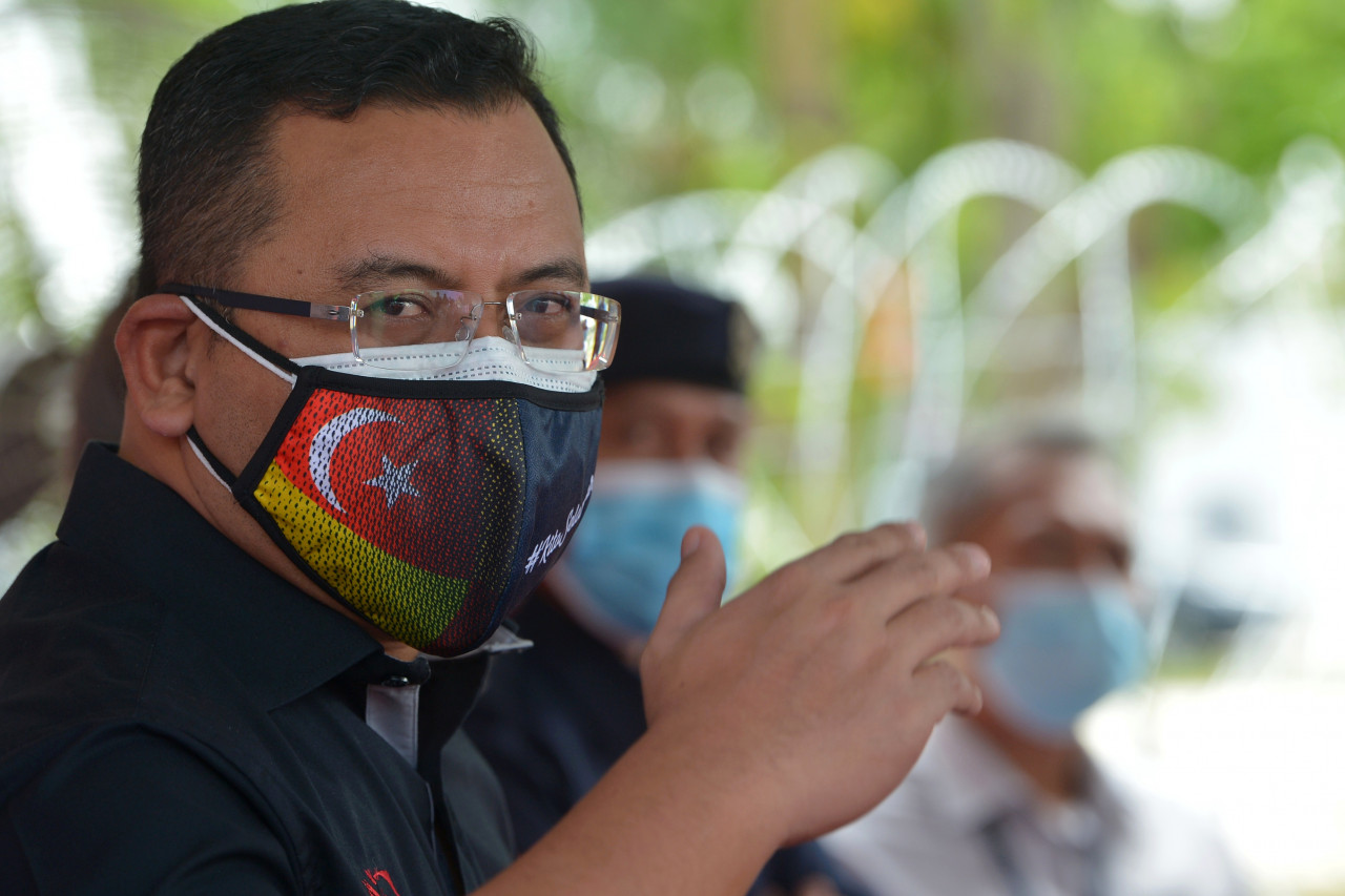 Datuk Seri Amirudin Shari has been summoned to give detailed explanations over the decision to degazette the Kuala Langat North Forest Reserve to the PKR leadership. – Bernama pic, September 1, 2021
