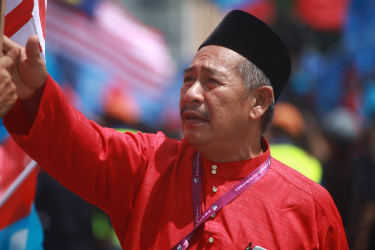 Kedah assembly Speaker Datuk Juhari Bulat says Tun Dr Mahathir Mohamad has contributed immensely to the island resort and could be a favourite if he decides to contest the seat again. – Bernama TV Facebook pic, July 17, 2021
