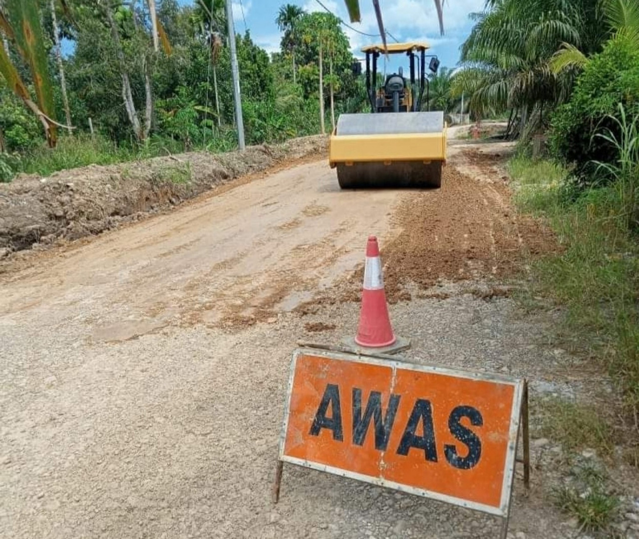 If road repairs mean state polls are impending, will Sarawak's three million-strong population have to brace for another Covid-19 surge? – STEPHEN THEN/The Vibes pic, October 10, 2021