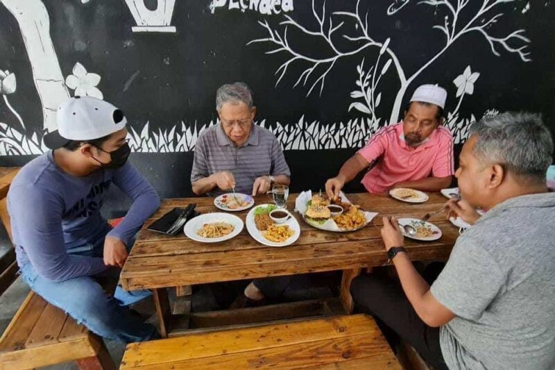 Sorry for flouting SOPs, says Tok Pa after dine-in pics go viral   Malaysia   The Vibes